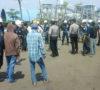 Tuntut Air Bersih, Warga Blokir Akses Jalan Menuju Pabrik