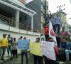Massa Gelar Demo Depan Lippo Plaza