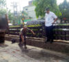 Geram, Walikota Perbaiki Sendiri Jalan Rusak