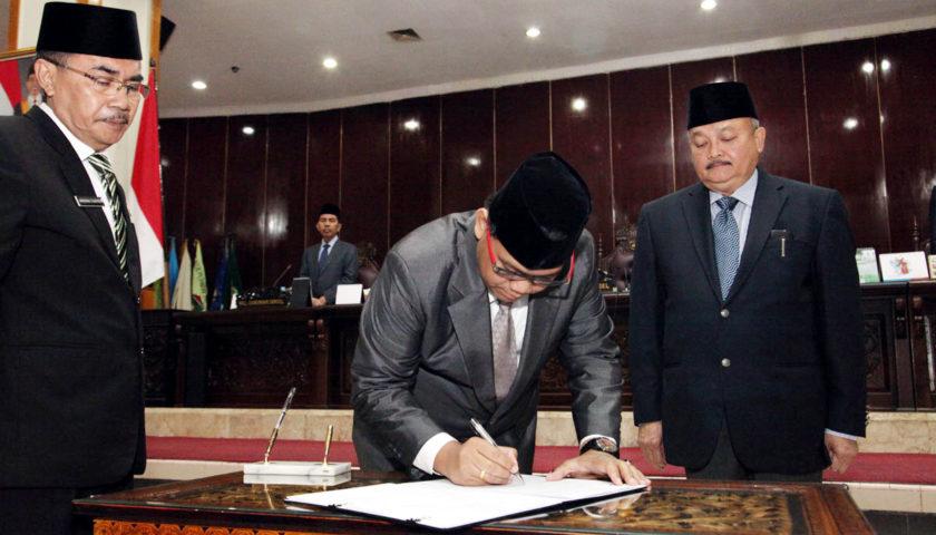 Gubernur dan Ketua DPRD Sumsel Tandatangan 6 Raperda
