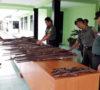 Warga Serahkan 59 Pucuk Senpira ke TNI