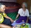 Sisihkan Sedikit Rezeki, Aipda Redi Bantu Sembako Masyarakat Miskin