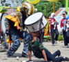 Aksi Drum Band Seringkeh Seagam Swara Tampilkan Atraksi Military Stlye