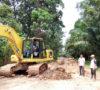 Miris, Alat Berat PU PR Muba Habis BBM Saat Perbaikan Jalan di Tanjung Raya