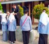 Orang Tua Serahkan Siswa Kepada Dewan Guru