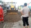 Jalan Palembang-Jambi Rusak, Warga Muba Beramai-Ramai Perbaiki Jalan Negara dan Provinsi