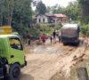 Pemkab dan Perusahaan di Muba Gotong Royong Perbaiki Jalan Provinsi