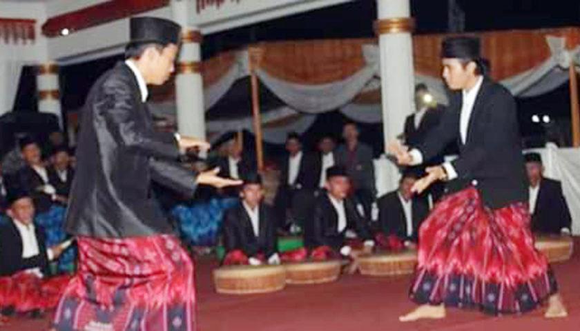 Pinang Belingkagh dari Kecamatan Manna Raih Piala Bergilir Bupati