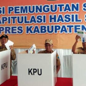 H-2 Bupati dan Wakil Bupati Lahat Lakukan Uji Coba Penyoblosan