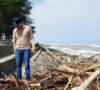 Pemkab Pastikan Pantai Pasar Bawah Kembali Bersih