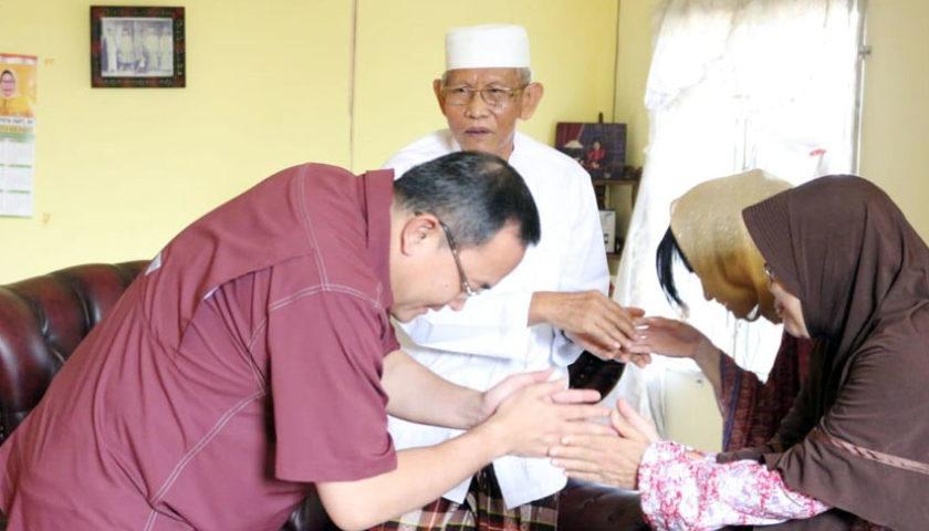 Akhir Puasa, Dodi Reza Silaturahmi Kerumah Tokoh Masyarakat