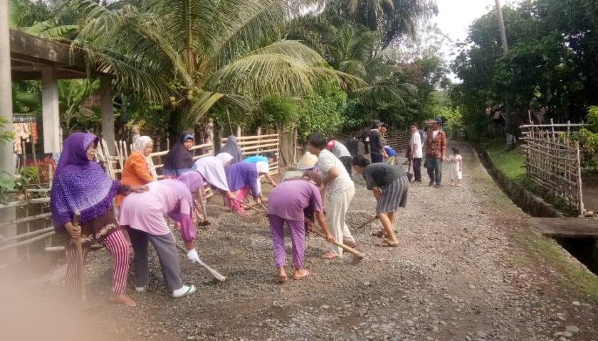 Peningkatan Jalan Lingkungan Desa Padang Manis Capai 100 Persen