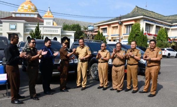 Empat Mantan Pejabat Kembalikan Mobdin