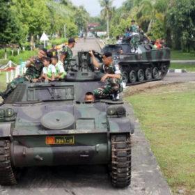 Asiiik… Bisa Keliling Naik Tank Baja Yonkav 5/DPC