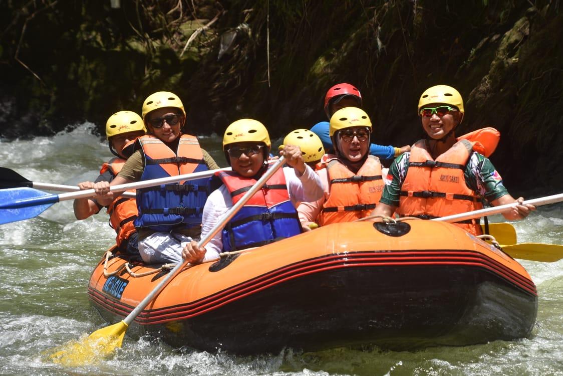 Komandan Korem 044/Gapo & Kodim 0405 Lahat Lakukan Kegiatan Rafting