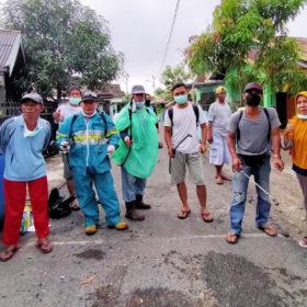 Cegah Covid -19, Masyarakat RT 07 RW 03 Gelar Penyemprotan Disinfektan