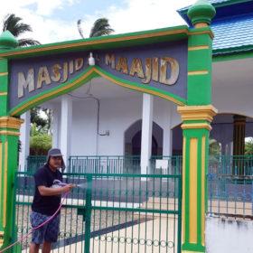 Rumah Warga Desa Padang Manis Disemprot Disinpektan