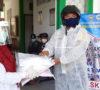 Bhabinkamtibmas Suharno Donasikan APD Untuk Perangi Covid-19