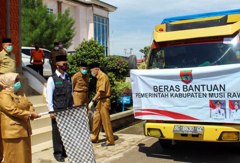 Bupati Kembali Lepas Bantuan 19 Ton Beras Di Kecamatan BTS Ulu