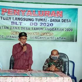 Pemdes Padang Manis Salurkan BLTDD Tahap Pertama