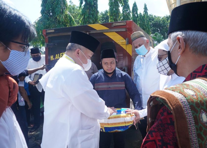 Yayasan Masjid Agung Palembang Terima Bantuan Satu Ton Beras Dari Alex Noerdin