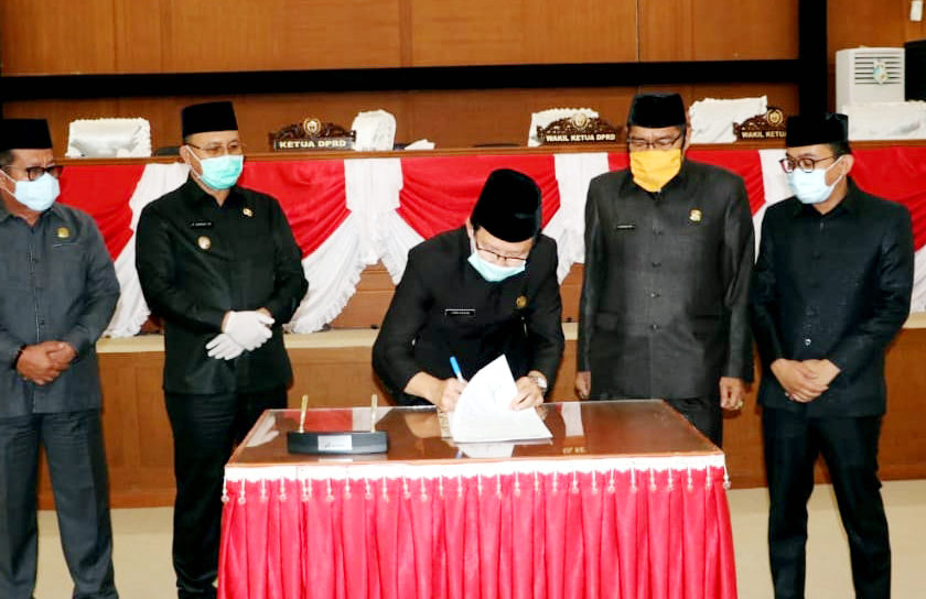 Plt Ketua DPRD Tandatangani Usulan Pengangkatan Plt Bupati Muara Enim Menjadi Bupati Definitif