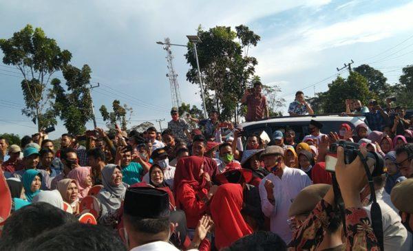 Ribuan Massa Iringi Pendaftaran Pasangan Calon Devi-Inayatullah
