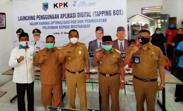 TINGKATKAN PAD DAN LANYANAN KEPADA MASYARAKAT, BUPATI LOUNCHING TAPPING BOX