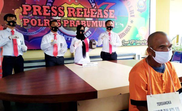 Komsit saat ditahan di Polres Prabumulih.