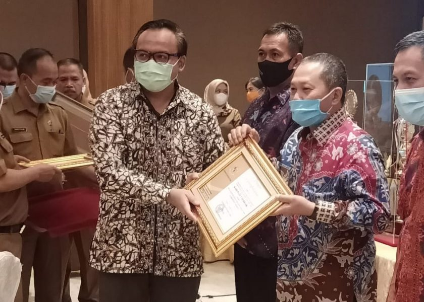 Lomba Registrasi Penduduk Tahu n 2020, Disdukcapil Meraih Peringkat II Tingkat Kabupaten Se-Sumut