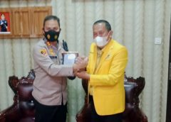 Ketua DPD 2 Golkar Prabumulih Syamdakir Prabumulih saat bersama Kapolres Prabumulih.