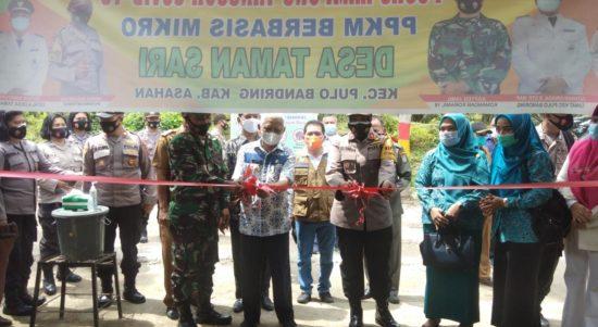 Bupati Asahan saat meresmikan Kampung Tangguh Berbasis Mikro.