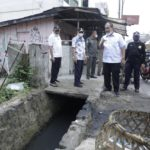 Bupati dan Wakil Bupati Asahan saat meninjau infrastruktur.