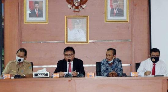 Plh Bupati Muaraenim Nasrun Umar saat pertemuan dengan Ormas dan Tokoh masyarakat.