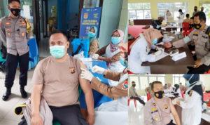 Anggota Polres saat suntik vaksin.