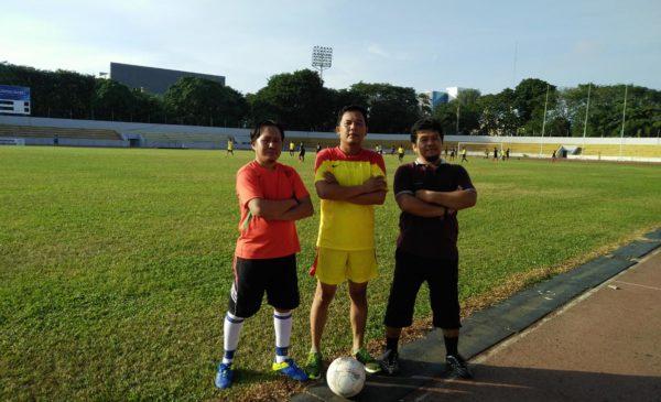 Ketiga pemain sepak bola Prabumulih.