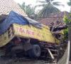 Truk Batubara Seruduk Dua Rumah di Gunung Megang