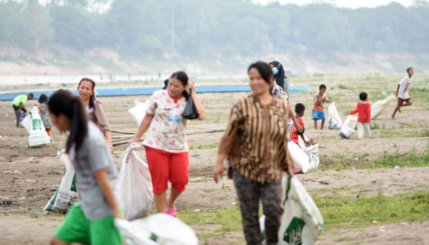 Peduli Lingkungan, MKGR Muba Gandeng Komunitas Bersih Sampah di Sungai