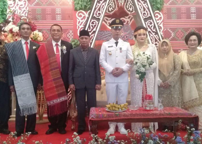 Bupati dan Sekda Hadiri Resepsi Pernikahan Otri br Simanjuntak dengan Daniel Hutajulu
