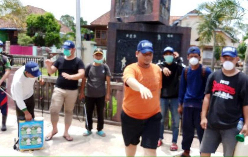 Enos Lakukan Penyemprotan Disinfektan dan Ajak Masyarakat Patuhi Imbauan Pemerintah