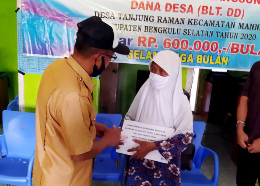 Pemdes Tanjung Raman Bagikan BLTDD