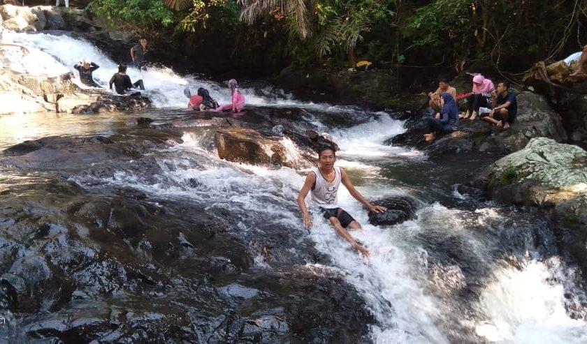 Ratusan Pengunjung Padati Wisata Muaro Meredam Tanjung Agung