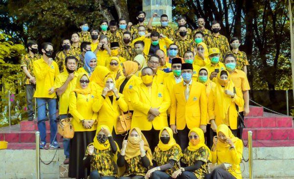 HUT-56 Partai Golkar, DPD II Tabur Bunga ke Makam Pahlawan dan Bantu Korban Kebakaran