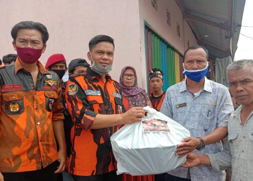 Pemuda Pancasila dan Srikandi Serahkan Bantuan Korban Kebakaran