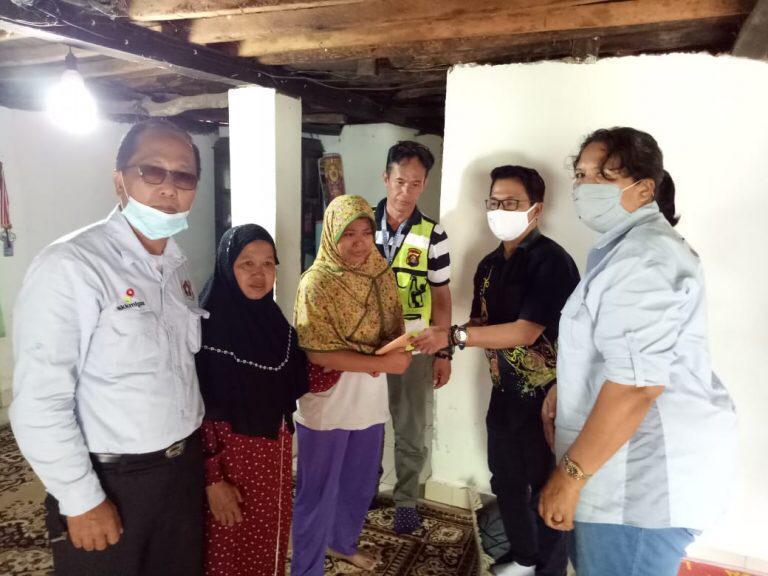 PWI Sumsel Peduli Serahkan Donasi ke Keluarga Duka di Ogan Ilir