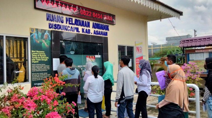 Ratusan Warga Asahan Mengurus KTP-EL Dan Dokumen Menjelang Pilkada
