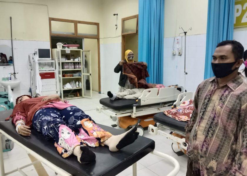 Sekda Besuk Korban Keracunan Massal Kecamatan Air Joman