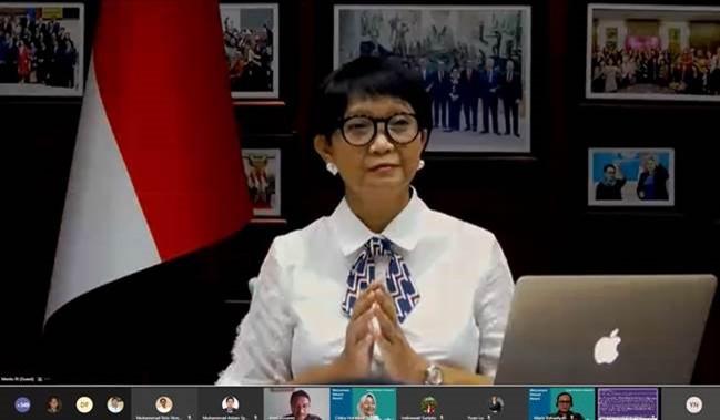 Menteri Luar Negeri RI Retno Marsudi memberikan kata sambutan dalam acara daring perayaan Hari Perempuan Internasional 2021 yang diselenggarakan oleh Cargill Indonesia pada 8 Maret 2021